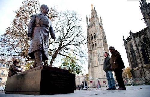 Statue Jacques Chaban-Delmas sur la place Pey Berland